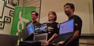 Tim Acer dan AMD memegang varian baru notebook Acer dengan prosesor AMD (Donnie Pratama Putra/Selular.ID)